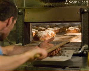 Noah loading his current oven, a spanish Llopis with a revolving hearth!