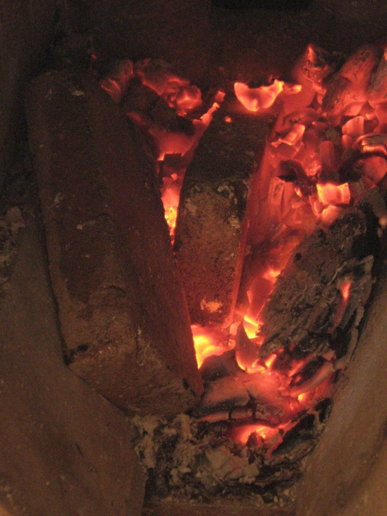 """Wood-fired earth ovens: experiments in DIY firebrick (aka """"castable refractory"""")"""